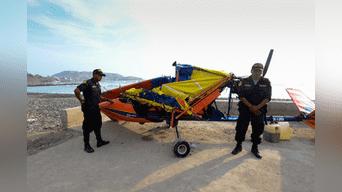 Miembros de la PNP resguardan el avión. Foto: Melissa Merino