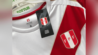 Tottus pone a la venta camisetas licenciadas de la blanquirroja ... 0fbbc4bfb885e