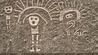 Guerreros. Personajes con tocados de plumas dibujados sobre las laderas de los cerros.