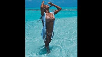 Ivana Yturbe enamora con su sesión en la playa. Foto: Instagram