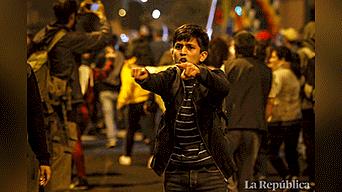 Miles de ciudadanos marcharon contra el Congreso y el alza de combustible Foto: Jorge Cerdan