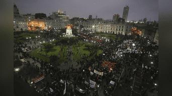Miles de ciudadanos, grupos políticos y activistas salieron esta noche a calles de Lima. Foto: Hernán Hernández.