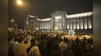 Gran cantidad de manifestantes llegaron al frontis de Palacio de Justicia. Foto: Hernán Hernández.