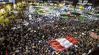 Unos cuatro mil trujillanos marcharon por la ciudad llevando como símbolo la bandera nacional. Su manifestación anticorrupción fue potente.