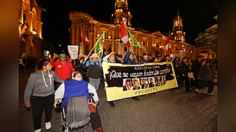 """""""Que se vayan"""". Los arequipeños exigieron el retiro de todas las autoridades corruptas."""
