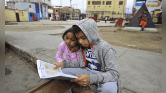 La lectura del libro Mi Manuelito atrapa a los niños de inmediato. Foto: Javier Quispe.