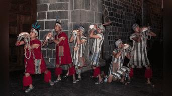 Músicos en plena ejecución de los pututos que forma parte de la música nativa. Foto: Jazmín Lezama Rivas.