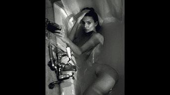 Emily Ratajkowski tiene como hobby el paralizar Instagram con sus inesperados desnudos. Foto: Instagram
