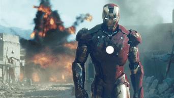 Iron Man 1: Tony Stark decide dejar de vender armas y construye una armadura para llevar la paz a la tierra.
