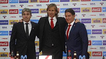 Juntos. Gareca posa con el preparador físico Néstor Bonillo y su asistente Sergio Santín.
