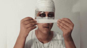 Un joven decidió enseñar un método para disfrazarse de 'Momo', el maligno ente de WhatsApp, y el resultado te dará pesadillas. Foto: Captura.