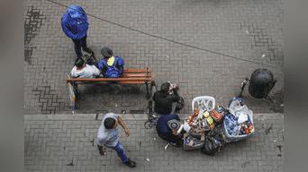 Con calles y veredas casi limpias, con espacios para transitar y sin la presencia de miles de ambulantes. Foto: Hanslitt Cruzado