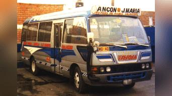 Vehículo de la empresa Transporte Sesosa SAC, asaltado en Lima por  un grupo de encapuchados.