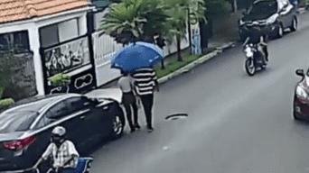 Un joven se percató de que dos ladrones en moto estaban a punto de  asaltarlos a él y su pareja 32b79786d834d