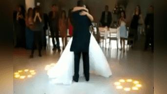 Una pareja estaba a punto de bailar el 'Danubio Azul', cuando de pronto comenzó a sonar una popular canción de Dragon Ball que emocionó mucho al novio. Video es tendencia en YouTube. Foto: Captura.