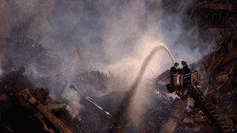 Bomberos intentan controlar las llamas, el espacio ardió por 69 días.