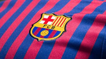FC Barcelona reveló su tercera camiseta para la temporada 2018-2019.  Créditos  EFE 06b04a97b22