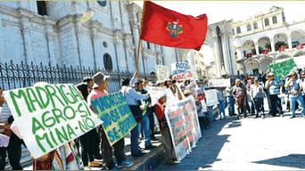 Pobladores también protestaron en Arequipa.