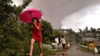 La erupción del volcán Soputan se produce apenas unos días después del terremoto y tsunami que asoló la Isla Célebes.