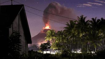 El volcán Soputan entró en erupción la madrugada de este miércoles.