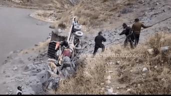 Recuperan el cadáver de chófer que cayo al río Mantaro.