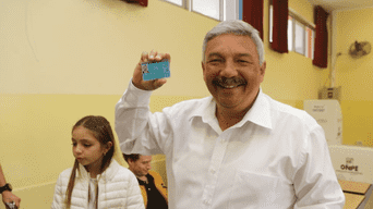 Alberto Beingolea del Partido Popular Cristiano fue el primero en votar