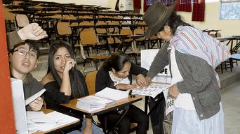 Ciudadanos de Huamanga acudieron a las urnas en forma cívica.