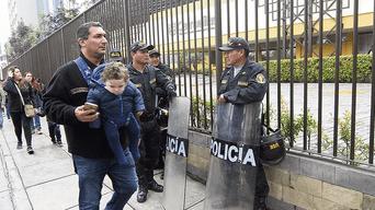 Incidencia. La Policía controló algunos incidentes registrados en colegios de Lima. No hubo mayores problemas.