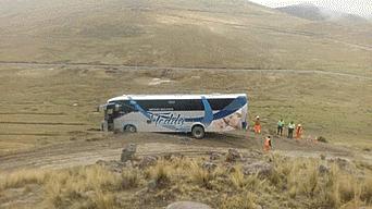 Cusco: Pasajeros viven momentos de terror en bus que quedó al borde del abismo