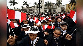 Ministro de Educación, Daniel Alfaro, encabezó el Bicentenario en la Plaza de Armas de Lima. Foto: Aldair Mejia
