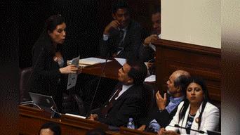 Congresista Marisa Glave discute con sus pares mauricio Mulder y Javier Velasquez Quesquen sobfre el proyecto. Foto: Melissa Merino