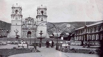 Plaza de Armas con pileta