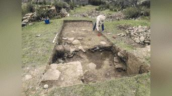 Arqueólogos de Yachay Runa en pleno trabajo de limpieza. Foto: arkeodron de las aereas