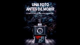 UNA FOTO ANTES DE MORIR: un grupo de jóvenes descubre las fotos de su reciente accidente y se enteran que están en grave peligro.