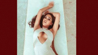 Jazmín Pinedo, Karen Schwarz, Stephanie Valenzuela, Twerking, sexy, hot