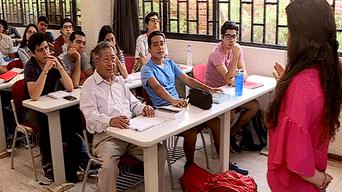 ancianos, abuelos, universidad de Lima, universitarios,