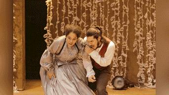 El escritor Gustavo Adolfo Bécquer, el cual es representado por Renato Rueda y su madre, representa por Ebelin Ortiz. Foto: John Reyes