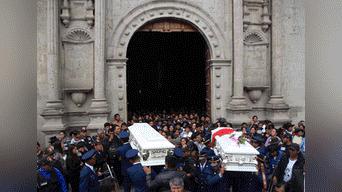 En medio del dolor fueron enterradas las dos niñas asesinadas en Andahuaylas. Foto: Melissa Valdivia
