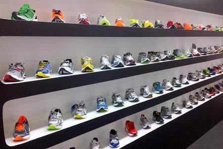 Estas son las razones por las que las zapatillas Nike y Adidas tienen un  precio muy elevado  886bb8fae6460