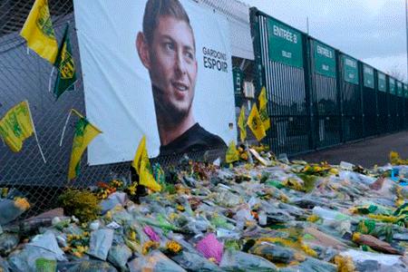 Resultado de imagen para Rescatan un cuerpo de la avioneta en la que viajaba futbolista argentino