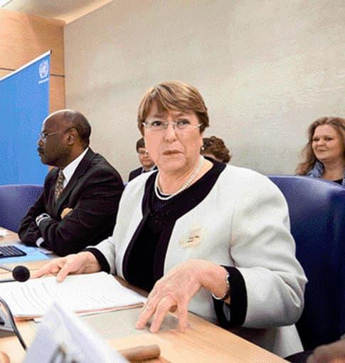 Michelle Bachelet critica a EEUU por sanciones y a Maduro por violencia