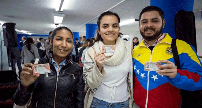 Tacna: Reconocen títulos a 1500 maestros venezolanos
