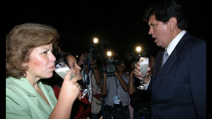 Unión electoral. Lourdes Flores y Alan García en imagen de mayo de 2004. Todo indica que ni golpes de elección del 2006 afectó relación entre ambos