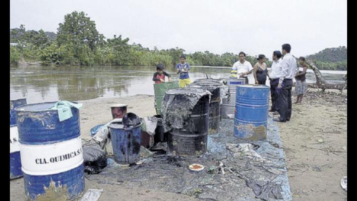 Derrame. El desastre puede ser visto desde cualquier punto del río Chiriaco.