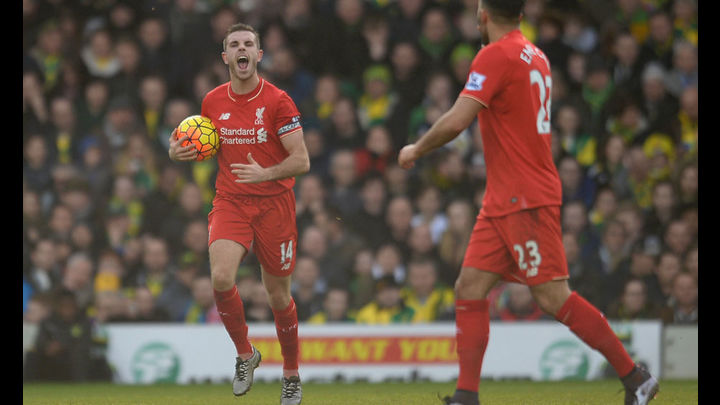 Henderson ilusiona a los hinchas del Liverpool.Foto: AP