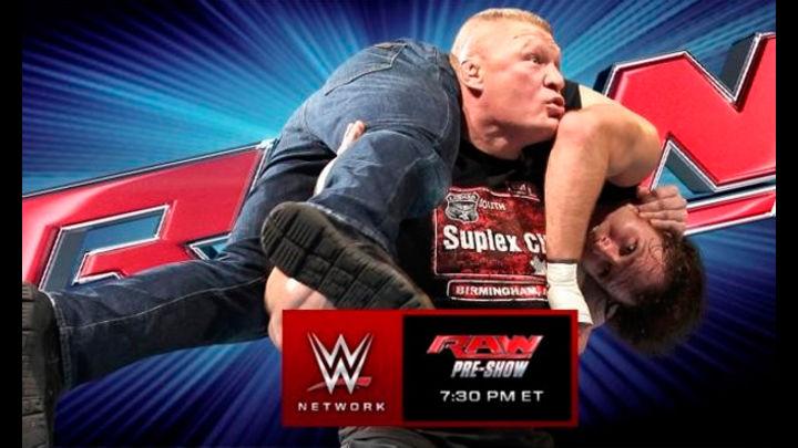 Brock Lesnar, Roman Reigns y Dean Ambrose dentro de un ring. Foto: WWE
