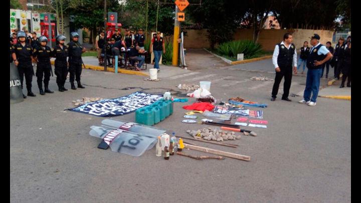 La PNP mostró todos los objetos que incautaron durante la intervención