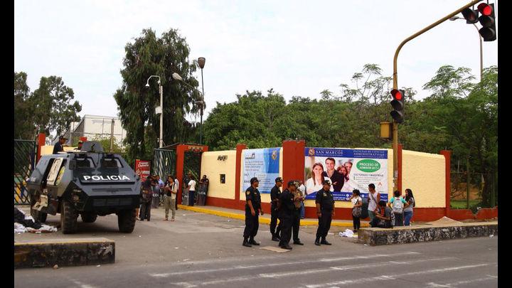 Alrededor de 300 policías entraron al campus