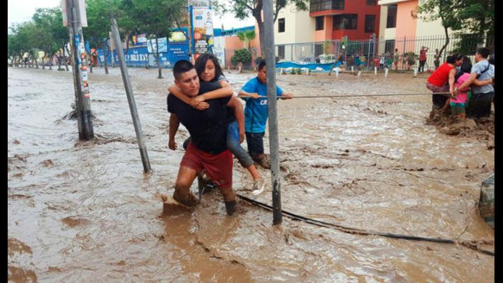 Pobladores lucen alarmados tras el desborde de la quebrada