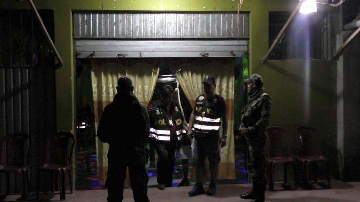 Policías en una de las más recientes intervenciones a este sector de la selva. Fotografía: Policía Nacional del Perú.
